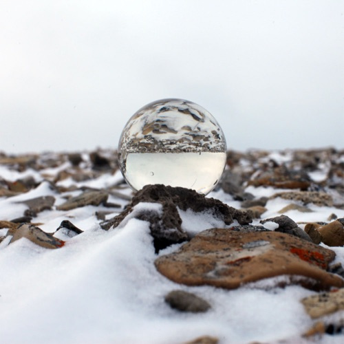 This image has an empty alt attribute; its file name is Arctic-Circle_Bjonahamna_Globes_2.jpg