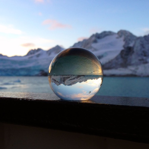 This image has an empty alt attribute; its file name is Arctic-Circle_Fuglefjorden_Globes_7.jpg